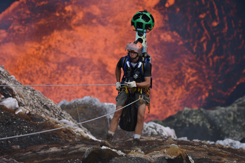On Google Street View published images of the crater of the active volcano